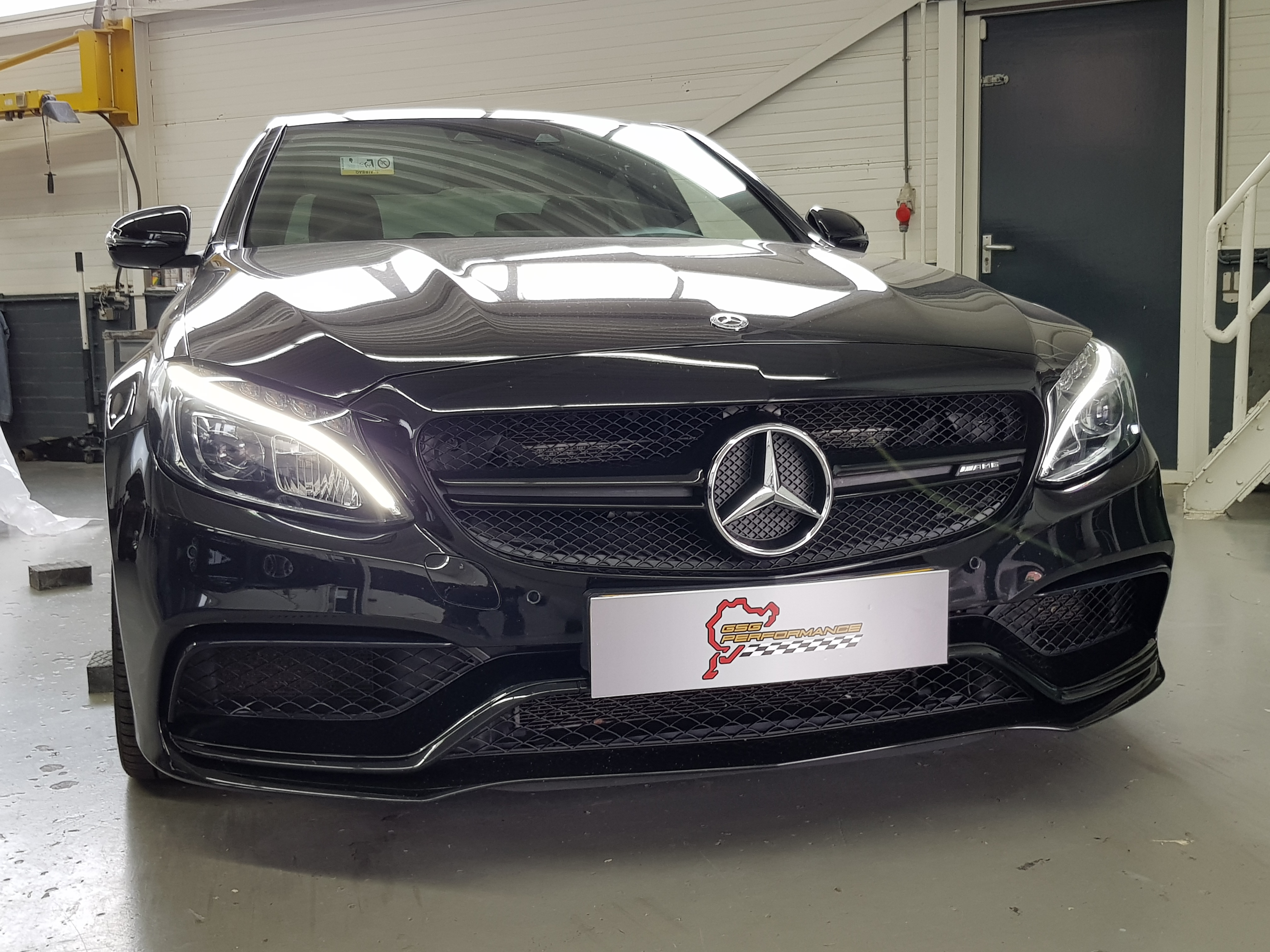 Mercedes C63 AMG Bi-Turbo V8 510HP (Stage 2)